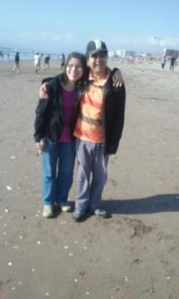 Foto de Camilo y Francisca en la playa.