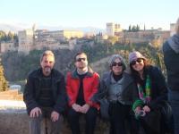 Con la Alhambra a nuestras espaldas. Con Gory, Iván y Jose Ignacio. Bella tarde.